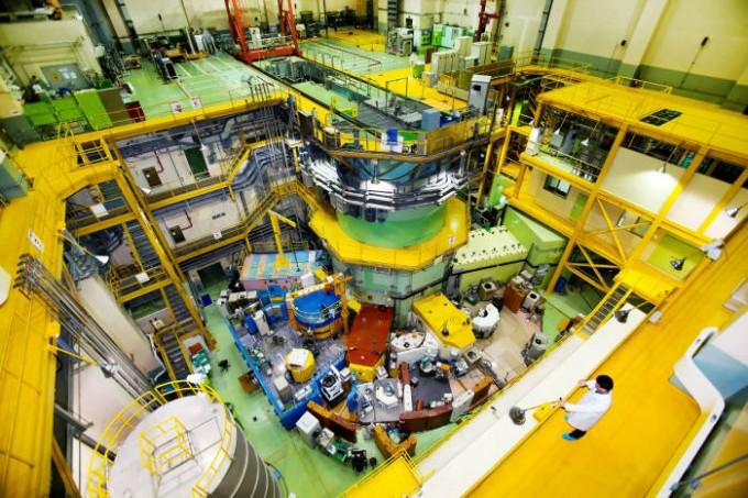 국내 연구용 원자로 하나로. 이 시설이 들어서면서 중성자 방사화 분석 기술, 중성자 영상 기술, 방사선 조사 기술 등 다양한 문화재 보존 및 복원, 감정 연구가 가능해졌다. 한국원자력연구원 제공.