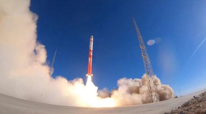 중국의 민간 소형발사체 개발기업 린드스페이스가 27일 실시한 첫 발사 장면. 마지막 3단에서 문제가 생겨 위성을 궤도에 올리는 데에는 실패했다. - 사진 제공 랜드스페이스