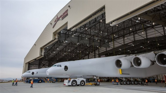 스트라토런치 시스템이 개발 중인 세계 최대 크기의 비행기 구성도다. 이를 이용해 버진 오빗보다 더 무거운 위성을 지구저궤도 위로 쏘아올린다는 계획을 갖고 있다 -스트라토런치 시스템 제공