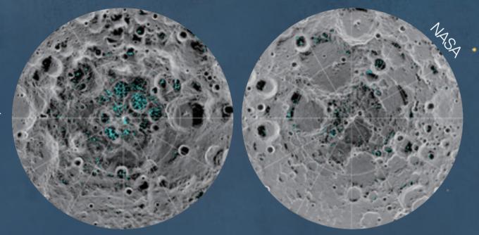 2018년 8월,  미국 하와이대학교에서  공개한 달의 남극(왼쪽)과  북극(오른쪽)의 물 지도. 하늘색으로 표시된 부분이  물을 나타낸다. - NASA 제공