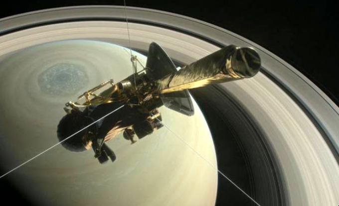 지난해 9월 카시니호가 20년간의 임무를 마치고 토성의 고리 속에서 보내온 마지막 자료를 분석한 결과 토성 고리에서 유기물과 물 등 생명활동에 주요한 물질이 존재하는 것으로 확인됐다.- NASA 제공