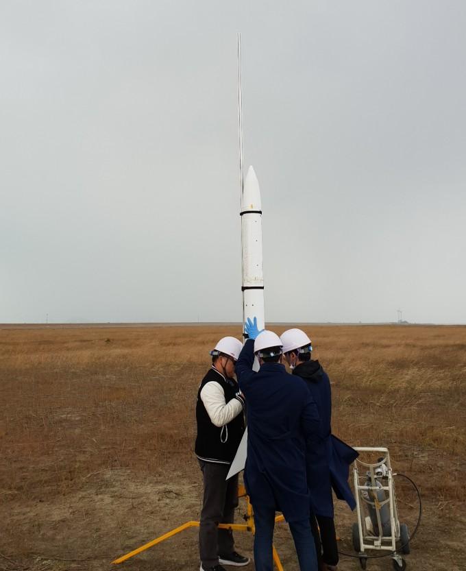 국산 과학로켓 우리새 2호 발사는 성공, 바다 떨어져 회수는 불투명