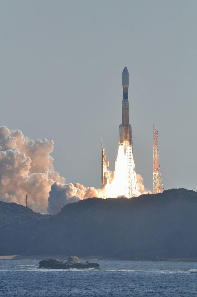 일본항공우주연구개발기구(JAXA)와 미쓰비시중공업이 개발, 운영하는 발사체 H-IIB의 두 번째 발사 장면. H-IIB는 국제우주정거장에 보낼 보급선을 쏘아올리는 게 주임무다. -사진 제공 NASA