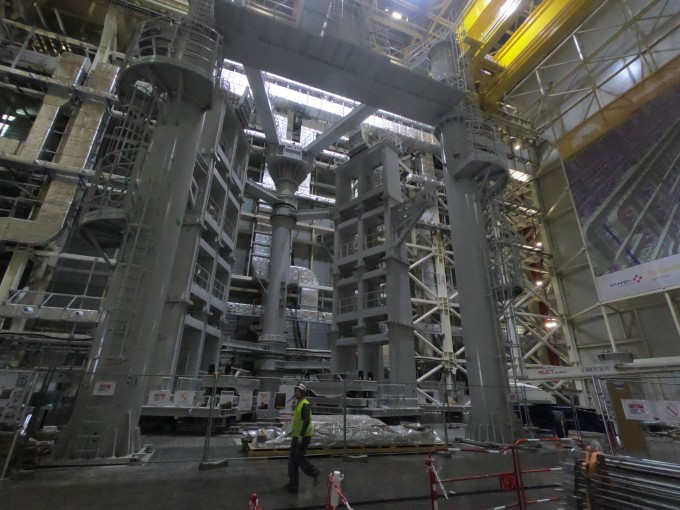 핵융합로 진공용기 조립장비. 한국이 개발해 최근 국제핵융합실험로(ITER) 본부에 설치됐다. 거대 중장비임에도 불구하고 오차범위 2㎜ 이하의 정밀 제어가 가능하다. - 카다라쉬=송경은 기자 kyungeun@donga.com