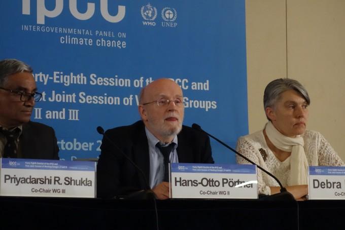 한스 오토 IPCC 공동의장이 ″1.5도로 온도상승을 제한할 경우 빈곤국의 문제를 일부 해결할 수 있다″고 발언하고 있다-김진호 기자 제공
