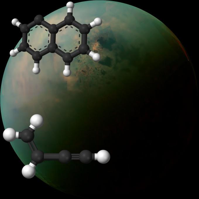 연구자들이 실험한 유기화합물. 위는 고리를 두 개 지닌 PAH인 나프틸 라디칼, 아래는 비닐아세틸렌. 연구팀은 이 두 유기물이 저온에서 합성돼 더 복잡한 PAH가 될 수 있음을 보였다. - 사진 제공 NASA, JPL, 애리조나대