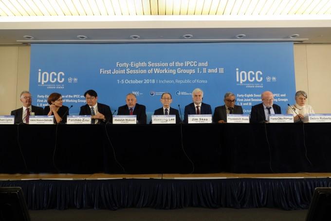 기후변화에 관한 정부간 협의체(IPCC)가 8일 오전 인천 송도컨벤시아에서 지난주 195개국이 승인한 '지구 온난화 1.5도 특별보고서' 내용을 발표하고 있다. -김진호 기자 제공