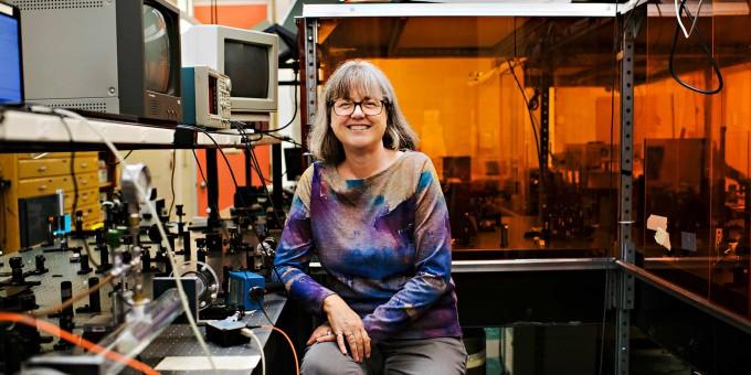 2018년 노벨 물리학상을 받은 도나 스트리클런드 캐나다 워털루대 교수는 여성으로서는 1901년 이후 세 번째 물리학상 수상자다. 마지막 여성 물리학상 수상자 이후 55년 만이다. 워털루대 제공