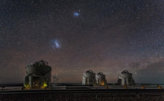 유럽남부천문대에서 관측한 대,소 마젤란은하. -사진 제공 ESO