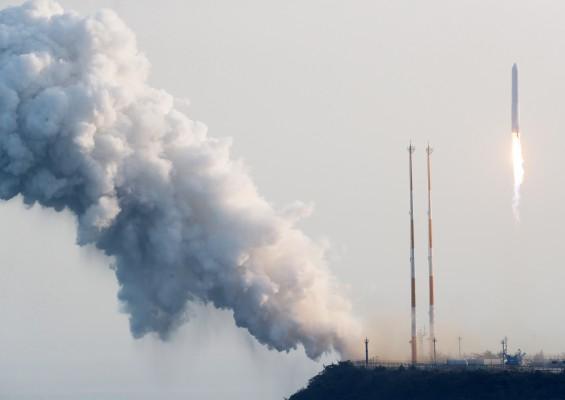 '누리호' 엔진 검증용 시험발사체 발사 성공…목표 연소시간 돌파(2보)