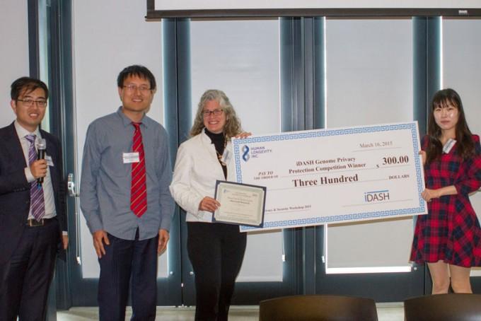 미국 국립보건원(NIH)은 동형암호로 유전자 정보를 보호하는 보안 기술 경진대회인 ′게놈 정보보호 연대회(iDASH)′를 2014년부터 현재까지 후원하고 있다. 사진은 2016년 대회 시상식으로, 당시 서울대 소속이었던 김미란 박사(맨 오른쪽)가 포함된 마이크로소프트(MS) 팀이 우승했다. 2017년 대회에서는 천정희 서울대 수리과학부 교수팀이 우승했다. Shuang Wang 제공
