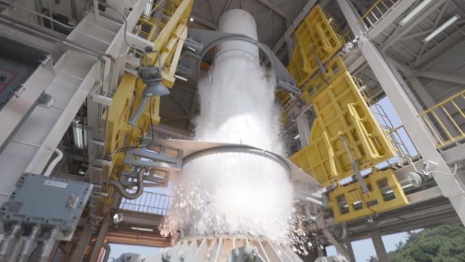 종합연소시험 중인 한국형 시험발사체의 모습이다.-한국항공우주연구원 제공