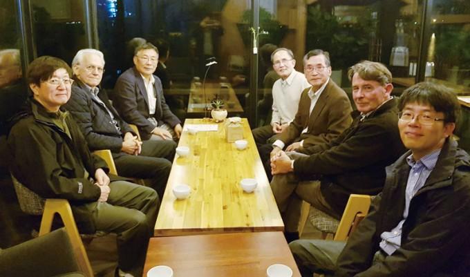 기초과학연구원(IBS) 초강력레이저과학연구단의 자문위원이기도 한 제라르 무루 교수는 매년 한국을 방문하고 있다. 왼쪽부터 첫 번째가 남창희 교수, 두 번째가 무루 교수다. 남창희 제공