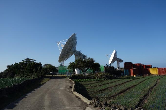 제주도에는 3대의 전파 수신기가 위치해 있으며, 위성과 태양에서 오는 전파를 수신하고 있다.-김진호 기자 twok@donga.com