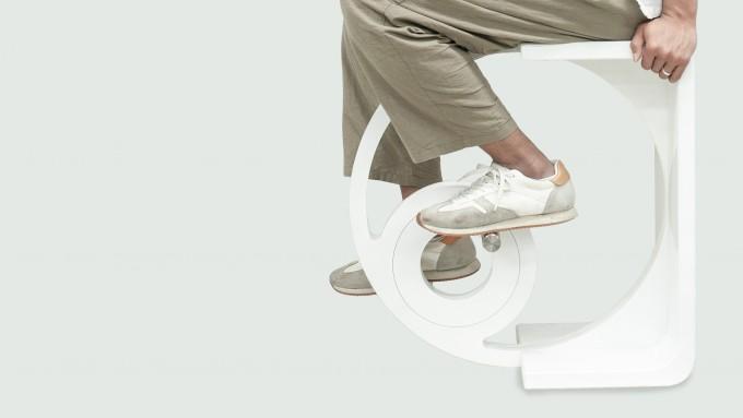 박상진, 조은준 UNIST 디자인-공학융합전문대학원 연구원과 박영우 교수팀이 개발한 의자 겸 운동기구 ′스툴디′. - 사진제공 UNIST