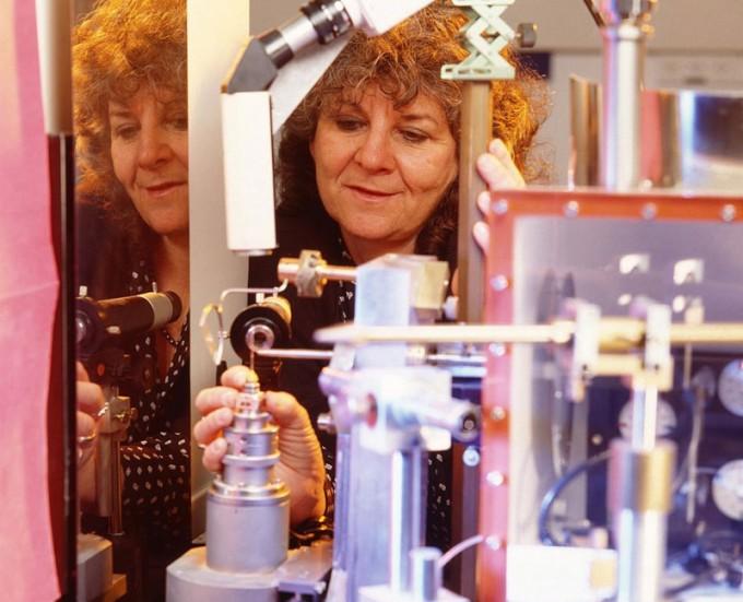 세포 내 소기관인 리보솜의 3차원 구조를 원자 수준으로 밝혀낸 공로로 2009년 노벨 화학상을 수상한 아다 요나스 이스라엘 와이즈만연구소 교수. www.hayadan.org.il(W) 제공
