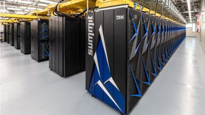 미국 오크리지 국립연구소가 운영하는 슈퍼컴퓨터 '서밋'. 올해 6월에 이어 이번에도 세계 슈퍼컴퓨터 순위 1위를 차지했다. - 미국 에너지부(DOE) 제공