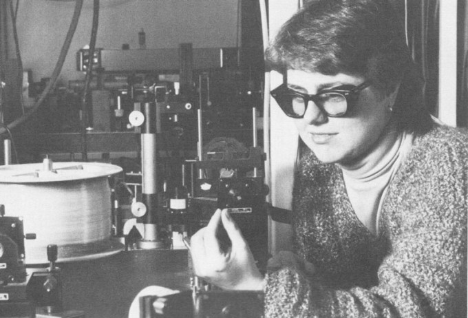 도나 스트리클런드 교수는 대학원생 시절 '처프 펄스 증폭(CPA)'을 개발했다. 사진은 당시 모습. University of Rochester,  Rhonda Stroud(W) 제공