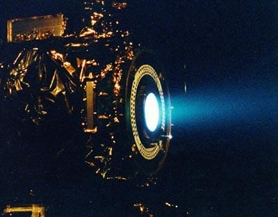 가스를 분사하는 화학 로켓 엔진이 아닌다른 물체를 분사해 힘을 얻는 방식의 로켓도 개발되고있다. 사진은 미국항공우주국(NASA)에서 개발중으로알려진이온 로켓 추진 시스템. -NASA 제공
