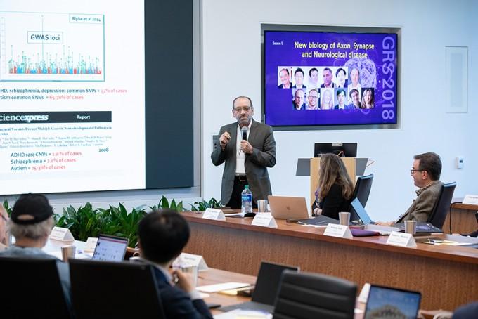 31일(현지 시간) 미국 실리콘밸리의 '삼성리서치아메리카'에서 열린 '글로벌 리서치 심포지엄'에서 대니얼 웨인버거 존스홉킨스의대 리버뇌발달연구소장이 기조강연을 하고 있다. 삼성전자 제공