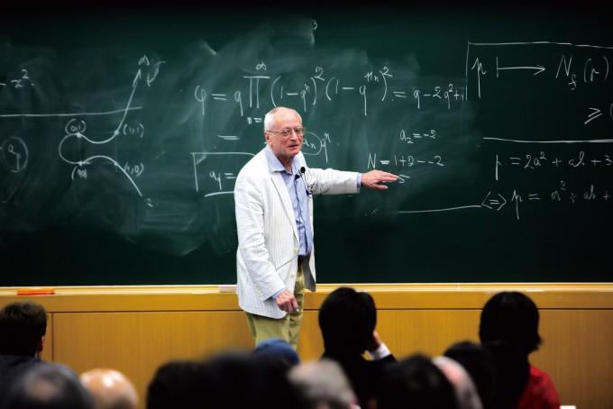 장 피에르 세르 교수가 2011년 포스텍을 방문해 강연하는 모습. 케네스 리벳 교수는 세르 교수가 제시한 엡실론 추측을 증명해 페르마의 마지막 정리를 증명하는 돌파구를 마련했다.