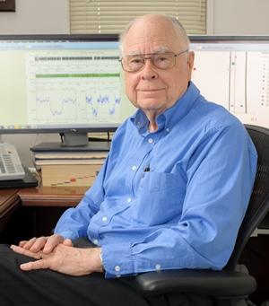 케플러 프로젝트의 수석 연구원으로 일한 윌리엄 보루키. 그는 2015년에 은퇴했습니다.- NASA 제공