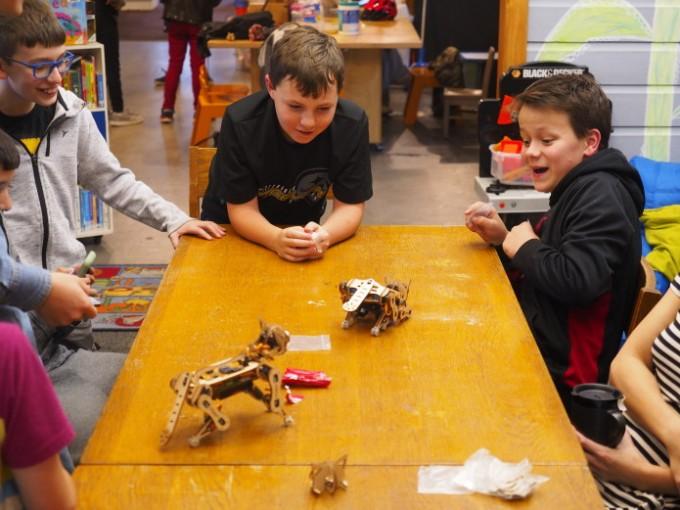 로봇 키트는 아이들의 새로운 장난감이 될 것입니다. 펫토이 제공