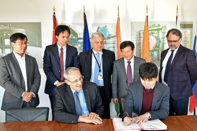비츠로테크는 유럽 기업들로 구성된 컨소시엄과 중국 핵융합연구소 등을 제치고 사업을 따내 이달 13일(현지 시간) 프랑스 카다라쉬에 위치한 ITER 국제기구 본부에서 계약을 체결했다. - 핵융합연구소 제공
