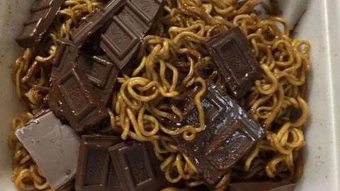 초콜릿 듬뿍 넣은 라면