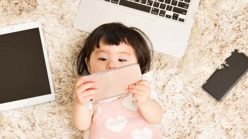스마트폰 오래 보는 아이들, 뇌 구조 바뀐다.