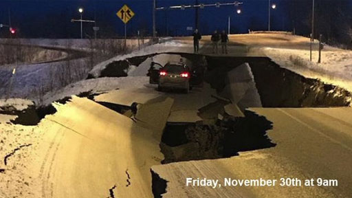 지진으로 파괴된 도로, 6일 후
