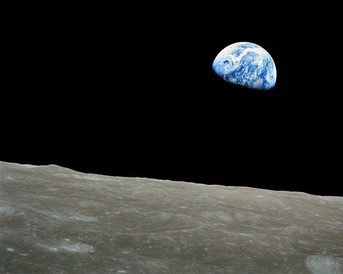 50년 전 12월 24일, 미항공우주국(NASA) 소속 아폴로 8호 우주비행사 윌리엄 앤더스가 찍은 ′지구돋이′. -NASA 제공