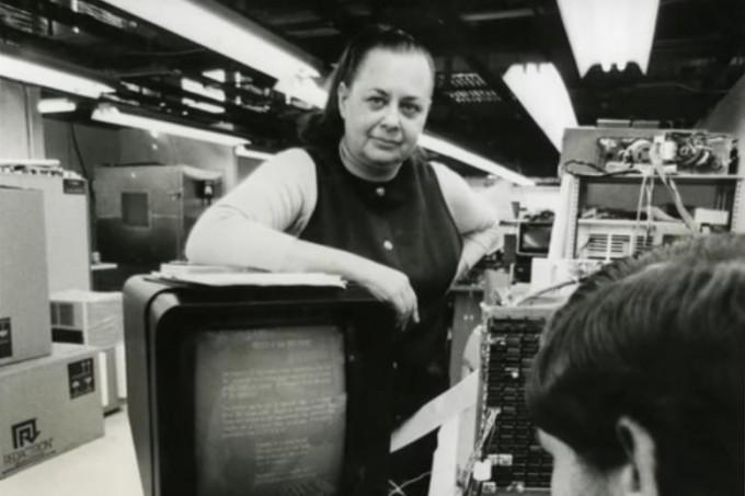 에벌린 배러진은 몇 안 되는 초창기 여성 컴퓨터공학자다. 항공 예약시스템을 만들고 워드프로세서를 개발해 회사까지 차려 승승장구했다. - 사진 출처 미국컴퓨터역사박물관