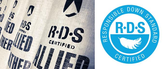 RDS(책임다운표준)는 깃털을 손으로 뽑아 동물에게 고통을 주지 않는 것을 포함해, 우모를 생산하는 전 과정에서 동물복지 시스템을 준수했음을 인증하는 표준이다. Allied Feather & Down 제공