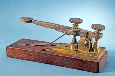 실제 통신에 사용했던 모스 전신기. Smithsonian Institution(F) 제공