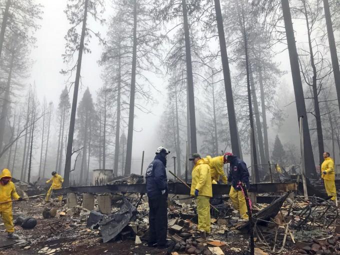 미국 캘리포니아 주에서 최소 85명이라는 역대 최대 인명피해를 낸, 북부 뷰트 카운티의 대형산불 ′캠프파이어′가 발화 17일만인 25일(현지시간) 완전히 진화됐다. -AP 연합뉴스 제공
