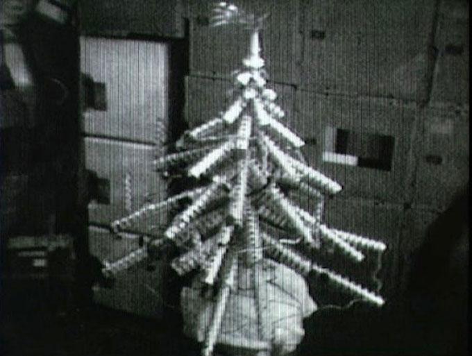 1973년 우주에서 만든 크리스마스 캔 트리. NASA