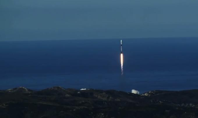 4일 새벽 차세대소형위성 1호를 포함한 17개국 64개의 소형위성을 실은 팰컨9 로켓이 미국 캘리포니아 주 반덴버그 공군기지에서 발사됐다. 로켓은 이 로켓은 이미 두 번 발사한 뒤 회수한 로켓으로 하나의 로켓을 세 번 사용하는 건 우주개발 역사에서 처음 있는 일이다. - 스페이스X  제공