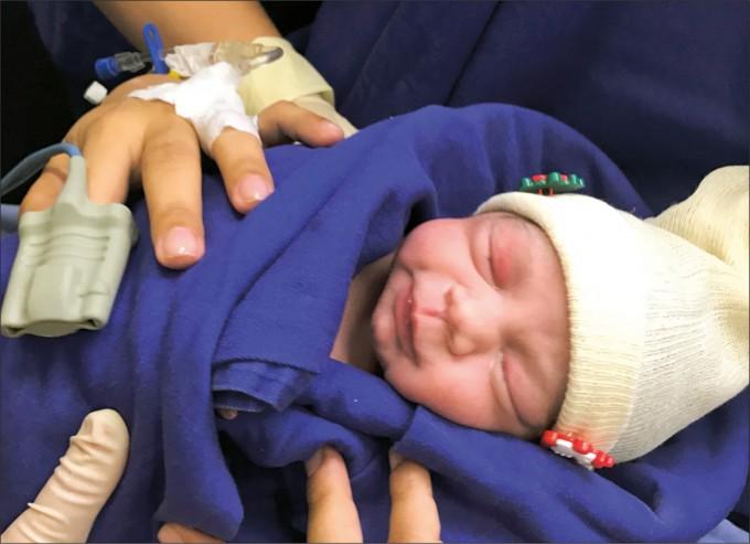 브라질에서 죽은 사람의 자궁을 이식받은 산모가 아이를 낳는데 성공했다. 36주만에 태어난 2.55kg의 여자아이는 출생 이후로도 건강한 모습을 보였다. -다니 예젠버그 교수 제공