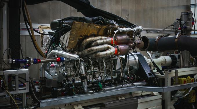 영국 자동차브랜드 애스턴마틴에서 만든 발키리의 엔진은 1만500rpm과 1000마력을 발휘한다.-애스턴마틴 제공