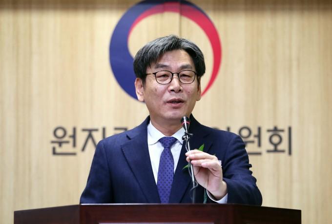 엄재식 신임 원자력안전위원장이 17일 취임사를 하고 있다. - 연합뉴스