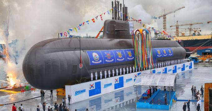 순수 국내 기술로 건조된 3000t급 잠수함인 도산안창호함의 진수식이 9월 14일 오후 거제 대우조선해양 옥포조선소에서 거행됐다. 대우조선해양 제공