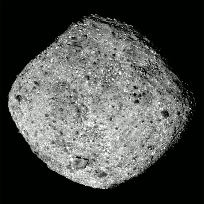미국항공우주국 소행성 탐사선 ′오시리스-렉스(OSIRIS-REx)′가 도착한 소행성 ′베누(Bennu)′의 모습이다.-NASA 제공
