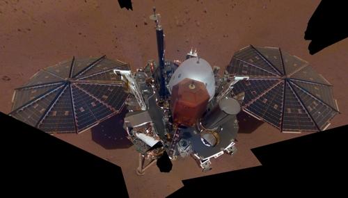 무인 화성 착륙선인 인사이트호의 완전한 본체 모습이 처음으로 공개됐다-미국항공우주국 제공