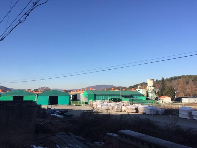 라돈침대 수거 명령을 받은 대진침대의 충남 천안 본사 야적장. 인적이 끊긴 채 텅 비어 있다. - 천안=조승한 기자 shinjsh@donga.com