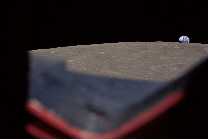 윌리엄 앤더스가 찍은 다른 사진. 지구가 떠오르는 장면을 잘 포착했지만 멋있지는 않다. -NASA 제공