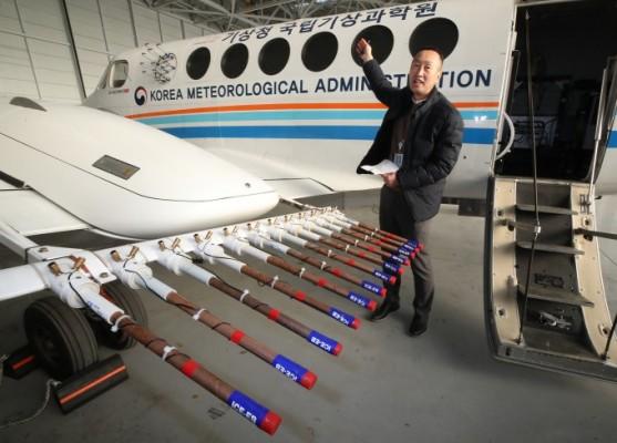 미세먼지 저감 위한 인공강우 미션 기상항공기 떴다