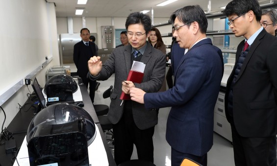 엄재식 원안위원장, 생활방사선안전센터 현장 점검