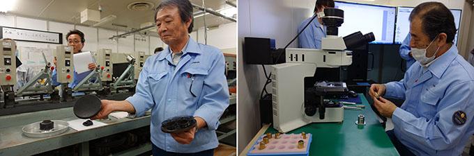 100년의 역사를 가진 일본의 기업 올림푸스의 나가노 공장의 렌즈제작공정중 렌즈를 다듬는 연마공정에서 42년간 일해 일왕으로부터 고도기능인정자 지위를 인정받은 하루 가즈이치씨(왼쪽)와 렌즈 공정의 최종 단계인 편차 조정에 업무에 40년간 근무하며 고도기능인정자 바로 아랫 단계인 현대명공의 기술 수준을 인정받은 이마이 유타카 나가노올림푸스공장 제조3부과장이다.-김진호 기자
