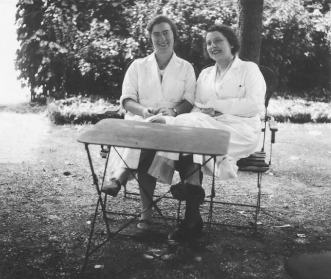 프랑스 물리학자 마르게리트 페레(왼쪽)는 19세 때 87번 원소 프랑슘(Fr)을 발견했다. 퀴리 박물관 제공